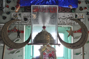 """Charhawa"" on the grave of Gujja."